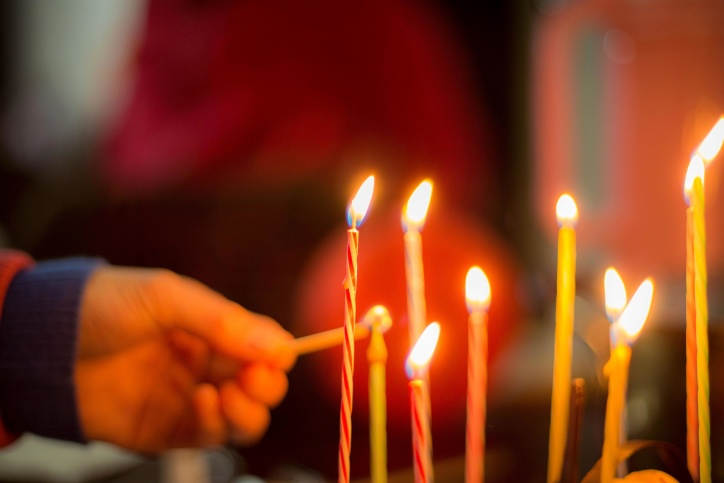 Mercredi 25 mars à 19h30, allumez une bougie & priez !
